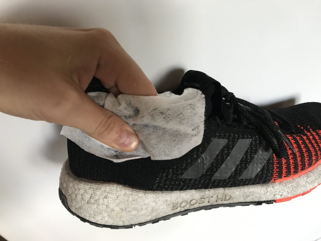 Как избавиться от запаха внутри обуви