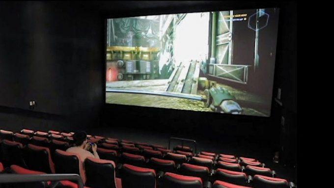 В Южной Корее сдают геймерам кинозалы в аренду. Они рубятся в видеоигры на больших экранах